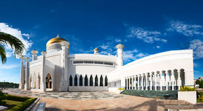 Sultan Omar Ali Saifuddin Mosque in Brunei. BANDAR SERI BEGAWAN(BSB), BRUNEI-MARCH. 6:Masjid Sultan Omar Ali Saifuddin Mosque and royal barge in BSB, Brunei Stock Images