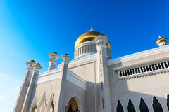 Sultan Omar Ali Saifuddin Mosque in Brunei. BANDAR SERI BEGAWAN(BSB), BRUNEI-MARCH. 6:Masjid Sultan Omar Ali Saifuddin Mosque and royal barge in BSB, Brunei Royalty Free Stock Image