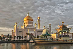 Sultan Omar Ali Saifuddin Mosque, Brunei Darussalam. Depicting Mughal architecture and Italian style Royalty Free Stock Photos