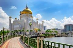 Sultan Omar Ali Saifuddin Mosque en Bandar Seri Begawan Brunei images stock