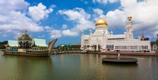 Sultan Omar Ali Saifuddin Mosque i Brunei Arkivbilder