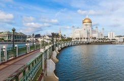 Sultan Omar Ali Saifuddin Mosque i Brunei Royaltyfria Foton