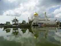Sultan Omar Ali Saifudding Mosque, Bandar Seri Begawan, Brunei Darussalam fotos de stock