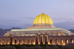 Sultan Qaboos Grand Mosque in Muscateldruif, Oman royalty-vrije stock foto