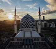 Sultan Salahuddin Abdul Aziz Shah moské, Shah Alam, Selangor, Malaysia under solnedgång Arkivfoton