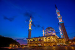 Sultan Salahuddin Abdul Aziz Shah Mosque at Blue Hour Stock Photography