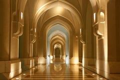 Sultanaat van Oman, Overwelfde galerij - oosterse architectuur Stock Afbeeldingen