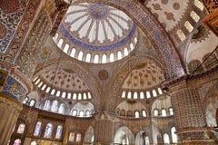 Sultanahmet蓝色清真寺内部-圆顶 图库摄影