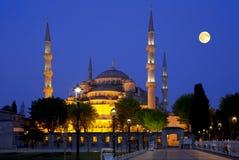 Άποψη του μπλε μουσουλμανικού τεμένους (Sultanahmet Camii) τη νύχτα στη Ιστανμπούλ, Στοκ φωτογραφία με δικαίωμα ελεύθερης χρήσης