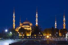 Άποψη του μπλε μουσουλμανικού τεμένους (Sultanahmet Camii) τη νύχτα στη Ιστανμπούλ Στοκ Φωτογραφίες