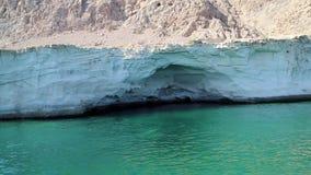Sultanat von Oman, Musandam-Halbinsel, das Golf von Oman, felsige Küste stock video