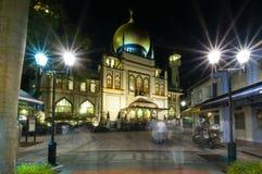 Sultanmoské som lokaliseras i Singaopre på natten fotografering för bildbyråer