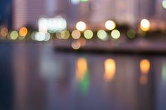 Sumário, bokeh do borrão da luz da arquitetura da cidade da noite, fundo defocused foto de stock royalty free