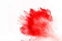 Sumário da explosão vermelha do pó no fundo branco Pó vermelho isolado splatted Nuvem colorida A poeira colorida explode Pinte Ho imagem de stock