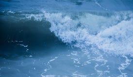 Sumário da onda de quebra do respingo do mar Foto de Stock