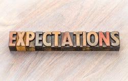 Sumário da palavra das expectativas no tipo de madeira imagem de stock royalty free