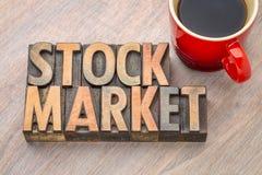 Sumário da palavra do mercado de valores de ação no tipo de madeira Fotos de Stock