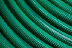 Sumário da textura verde do tubo de borracha para plantas molhando no Imagens de Stock
