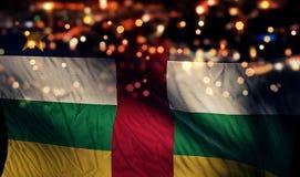 Sumário de Bokeh da noite da bandeira nacional de República Centro-Africana Imagem de Stock