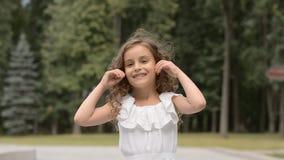 Sumário do amor: retrato bonito da criança de seis anos da menina filme