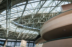 Sumário do interior de construção da arquitetura moderna Fotos de Stock Royalty Free