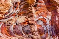 Sumário vermelho da rocha azul perto dos túmulos reais Petra Jordan Fotos de Stock Royalty Free