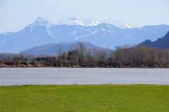 Sumas山和弗拉塞尔河 免版税库存照片