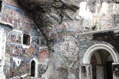 Sumela Monastery en Trebisonda en los millares de años, adornados con hecho a mano y los iconos por todas partes, ha venido arrui fotografía de archivo libre de regalías