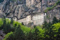 Sumela Monastery nas montanhas perto de Macka em Turquia, Ásia fotografia de stock royalty free