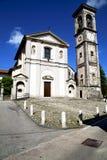 sumirago教会封锁了砖塔边路意大利 库存图片