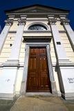 sumirago的教会封锁了砖边路lombar的意大利 库存图片