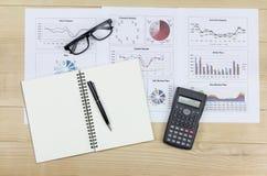 Summarisk rapport och finansiellt analyserande beställningsmarknadsplan Royaltyfria Bilder