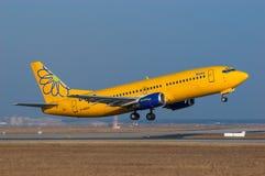 Summen Boeing 737 Lizenzfreie Stockfotos