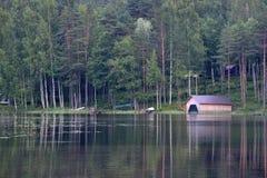 Summer湖和小船风雨棚 库存图片