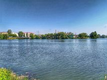 Summer湖在一个晴天 免版税库存图片