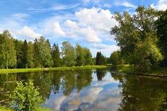 Summer湖风景在公园 免版税图库摄影