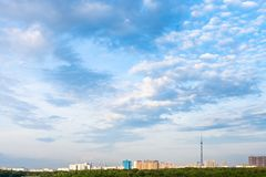 Free Summer Afternoon Sky With Clouds Over City Stock Photo - 150338110