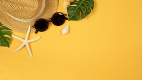 Summer background with straw hat and sunglasses Royalty Free Stock Images