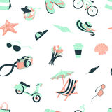 Summer beach party seamless pattern: seashells and starfish, coc Royalty Free Stock Images