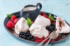 Summer dessert Eton Mess Stock Photos