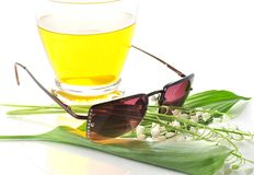 Summer drink and sunglasses Royalty Free Stock Images