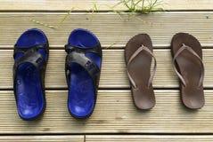 Summer flip flops on deck Royalty Free Stock Photos