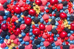 Summer fruit and berries. 6 types of raw organic farmer berries - raspberries blackberries blueberries strawberries red currants g. Ooseberries. Close top view Stock Photo