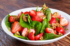 Free Summer Fruit Vegan Spinach Strawberry Nuts Salad. Concepts Health Food Royalty Free Stock Image - 73455936