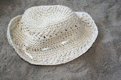 Summer hat. On the beach Royalty Free Stock Photos