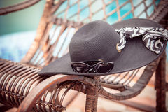 Summer hat with sunglasses Royalty Free Stock Images