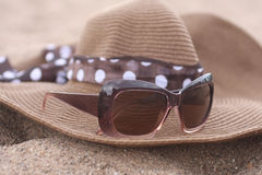 Summer hat and sunglasses on the Sand Royalty Free Stock Photo