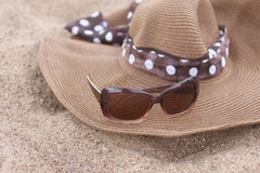 Summer hat and sunglasses on the Sand Royalty Free Stock Images