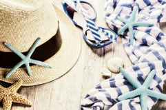 Summer holiday setting with straw hat and sunglasses Royalty Free Stock Images