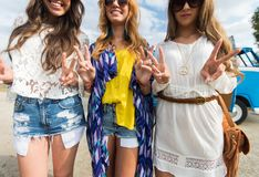 Smiling young hippie women showing peace sign Royalty Free Stock Images